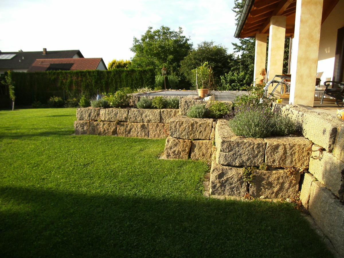 Natursteinmauer Granitmauer Trockenmauer Gartenanlage Rasenanlage Pflanzarbeiten Garten Premm Roding